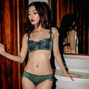 Luxurious Bold Statement Bra in Emerald