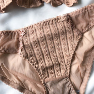 Full of Ruffles Cheeky in Caramel