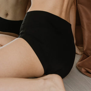 Premium Mid-Rise Seamless Butthugger in Black
