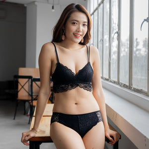 Irresistibly Cosy Lightly-Lined Midi Wireless Bra in Black