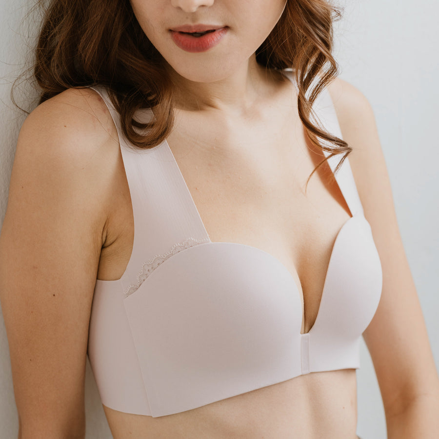 Seamless Lace-frills Wireless Bra in Light Blush