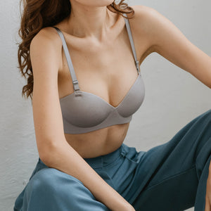 Oomph! 2-Way Wireless Super Push Up Strapless Bra in Glossy Grey