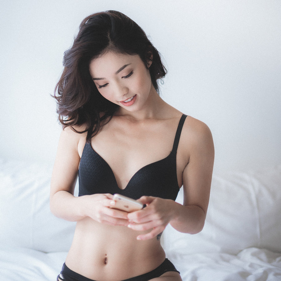 Everyday Carefree Wireless Everyday T-Shirt Bra (Black)