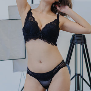 Lacey Curves Super Push Up Wireless Bra in Black
