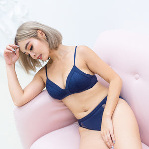 Lacey Maximum Comfort Wireless Bra in Navy