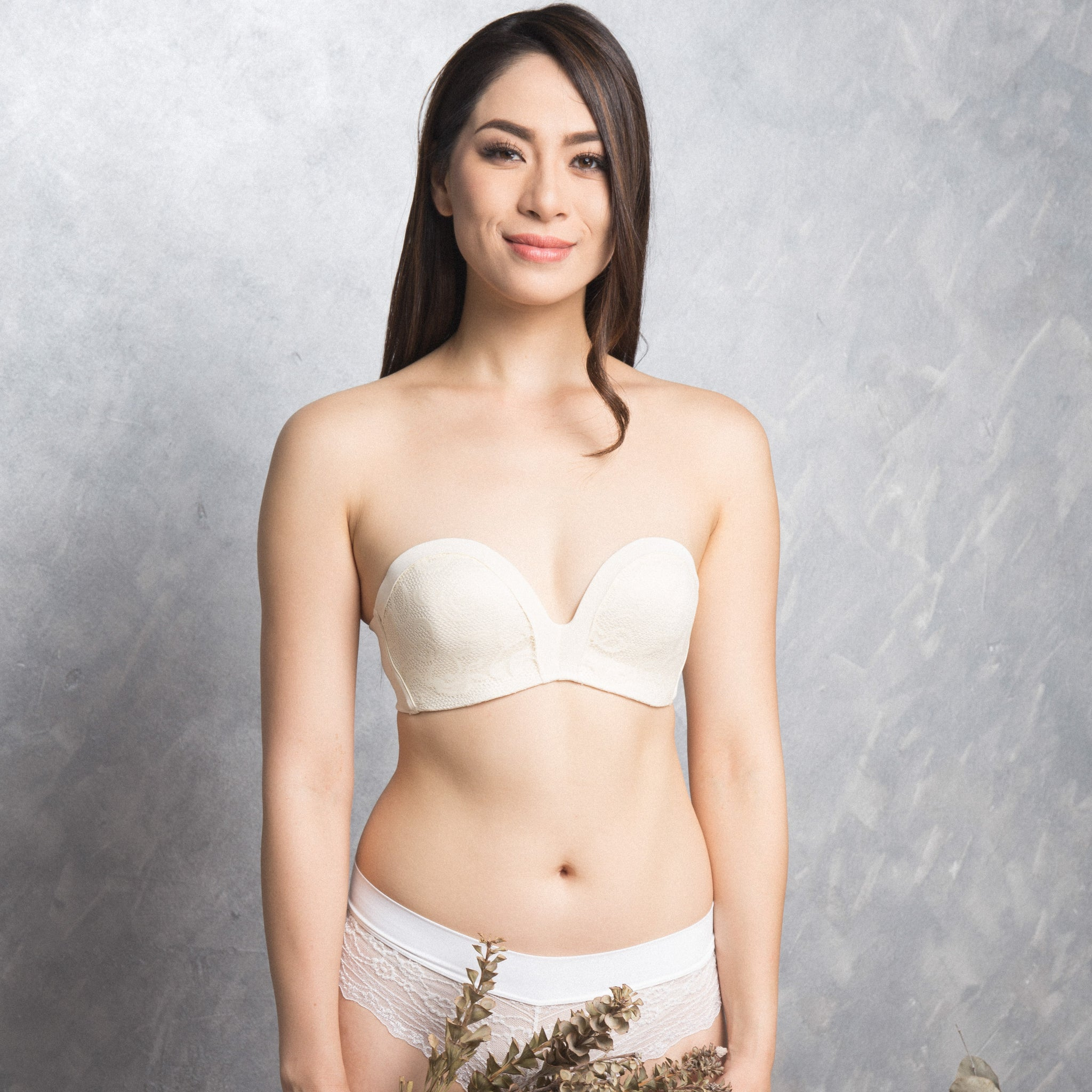 9e8eb4944b  RESTOCKED  Non-Slip Strapless Everyday Bra (Luxe Milk-White With Lace)  (Size 36A Only)
