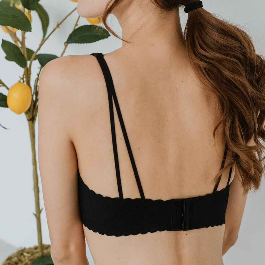 Lace Meets Comfort Seamless Wireless Bra in Black