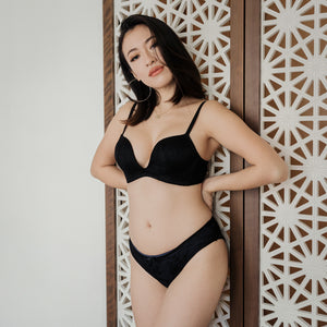 Modern Lace Deep-U Wireless Push Up Bra in Black