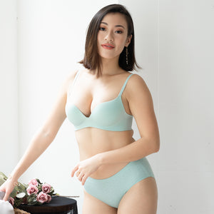 OOMPH! Velvet-Matte Teardrop 2-Way Wireless Push Up Bra in Tiffany