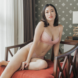 Romantic Polka Dot! Cushiony-Soft Wireless Bra in Blush