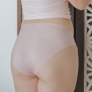 Seamless Mid-Rise Butthugger in Matte Pink
