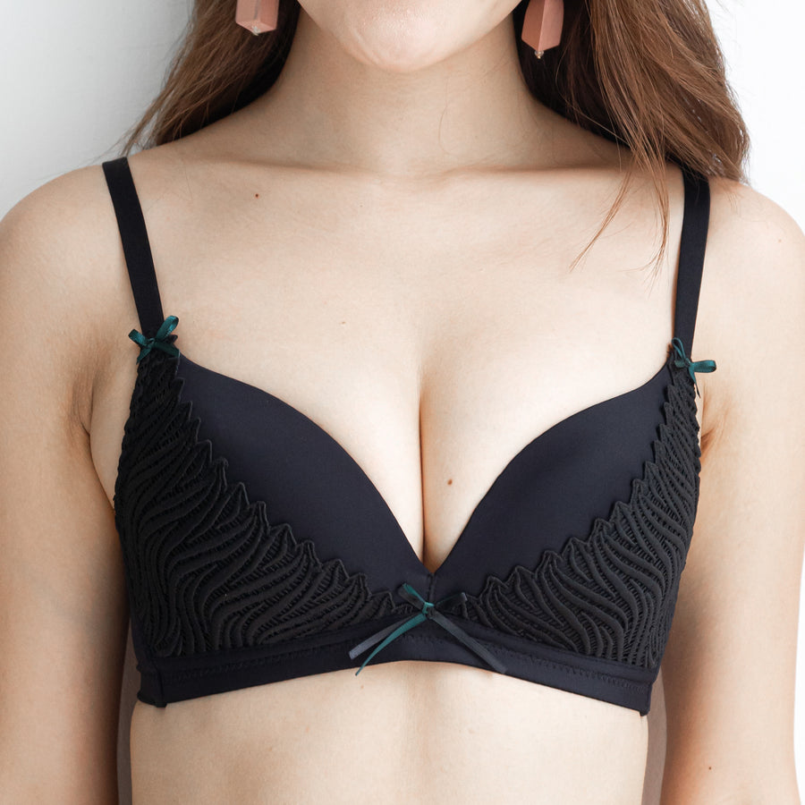 Effortlessly Fresh! Soft Lightly-Lined Wireless Bra in Black