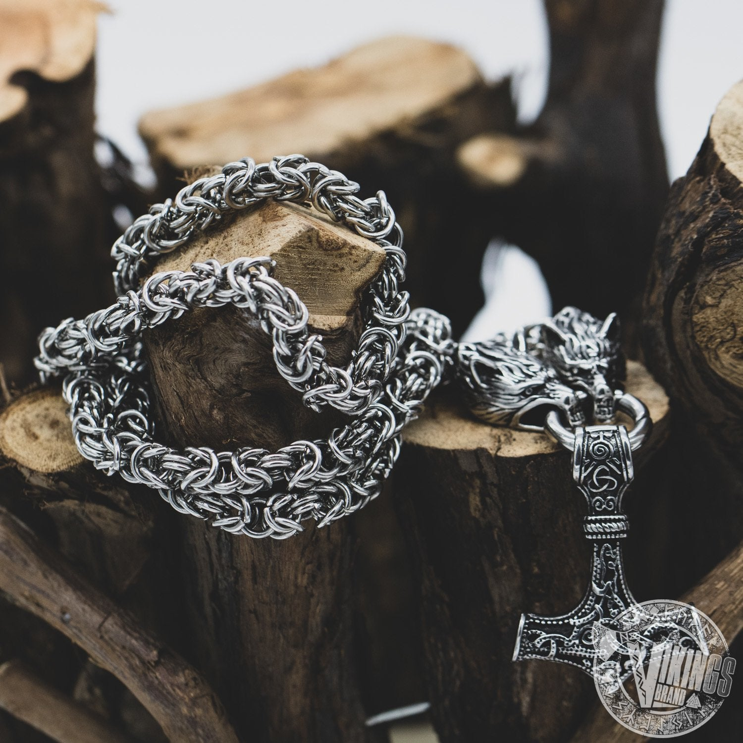 SPECIAL OFFER! Massive Chain Viking Men Necklace with Wolf Heads and Mjolnir Pendant - VikingsBrand