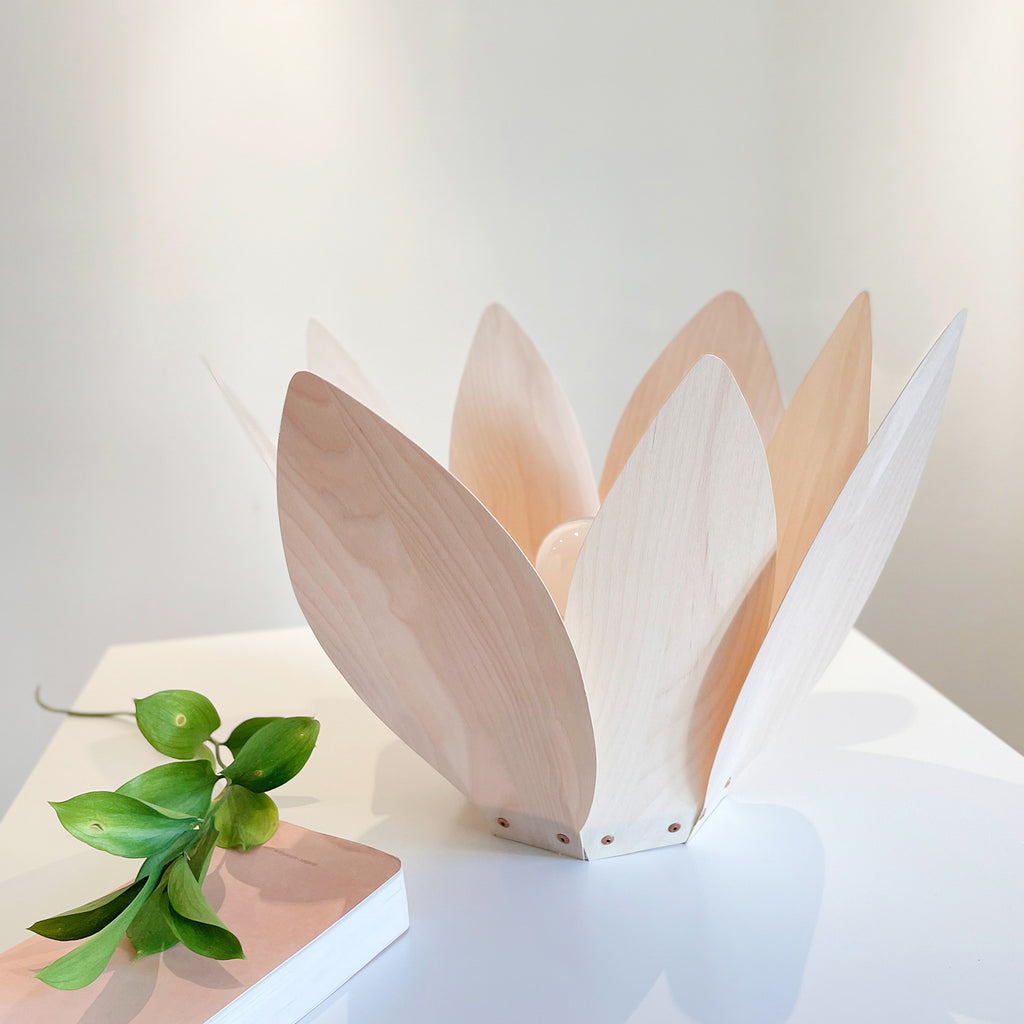 Flora 4 / Table Lamp / Maple