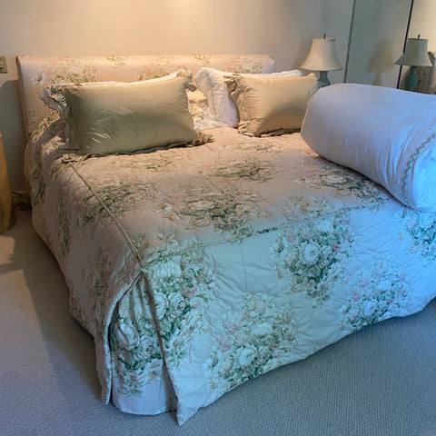 Kins Size Floral Bedspread, Outlined Quilted with Gussetted Corners