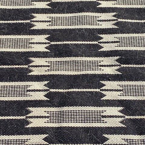 Jutland Black and White Arrow Woven Rug 6' x '9'