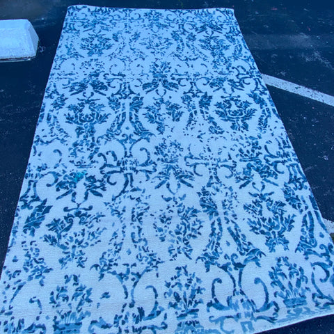 Blue & White Frontgate Rug 5'x 8'