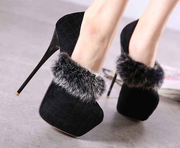 Thin Heel Round Toe Heels with Appliques