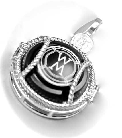 Locket with Hinge Enhancer