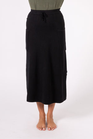 Long skirt with front pocket and open side
