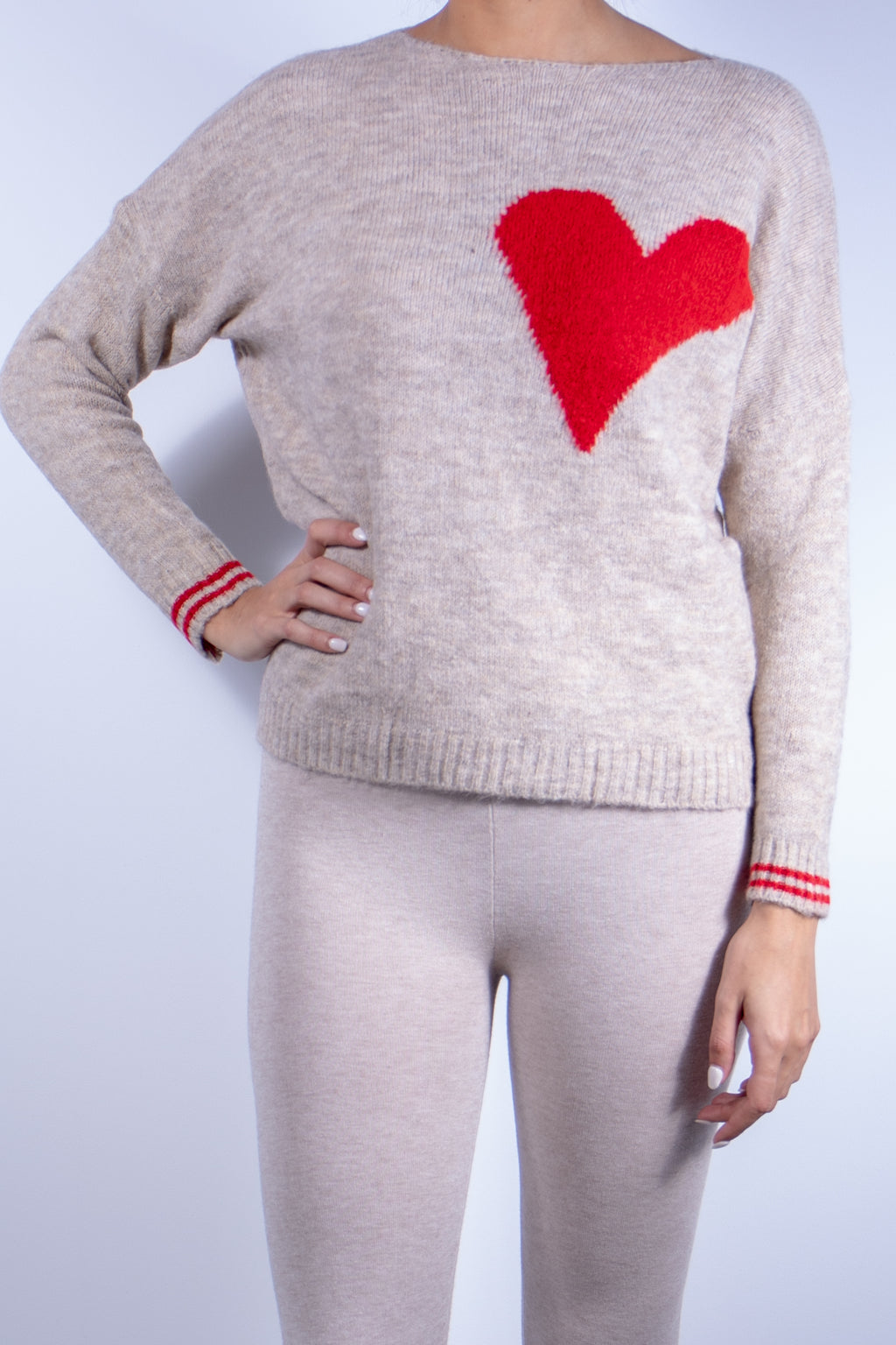Crewneck sweater with one heart