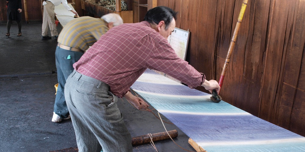 (hikizome_Japanese traditional dye technique, linen fabric, summer, artisan, brush painting)