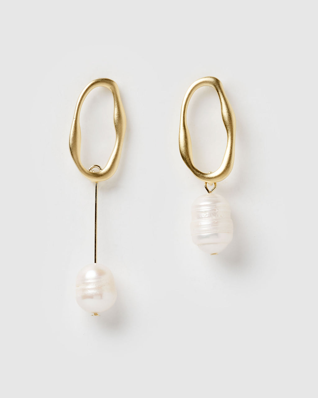 Izoa Bodywork Earrings Gold Freshwater Pearl
