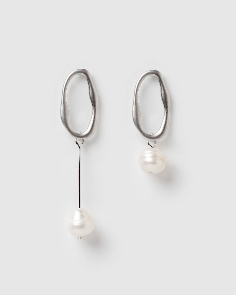 Izoa Bodywork Earrings Silver Freshwater Pearl