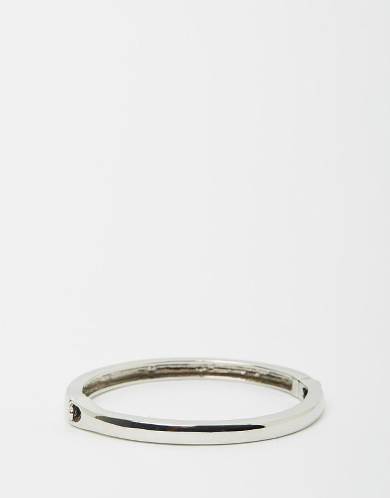 Izoa Silver Clasp Bangle