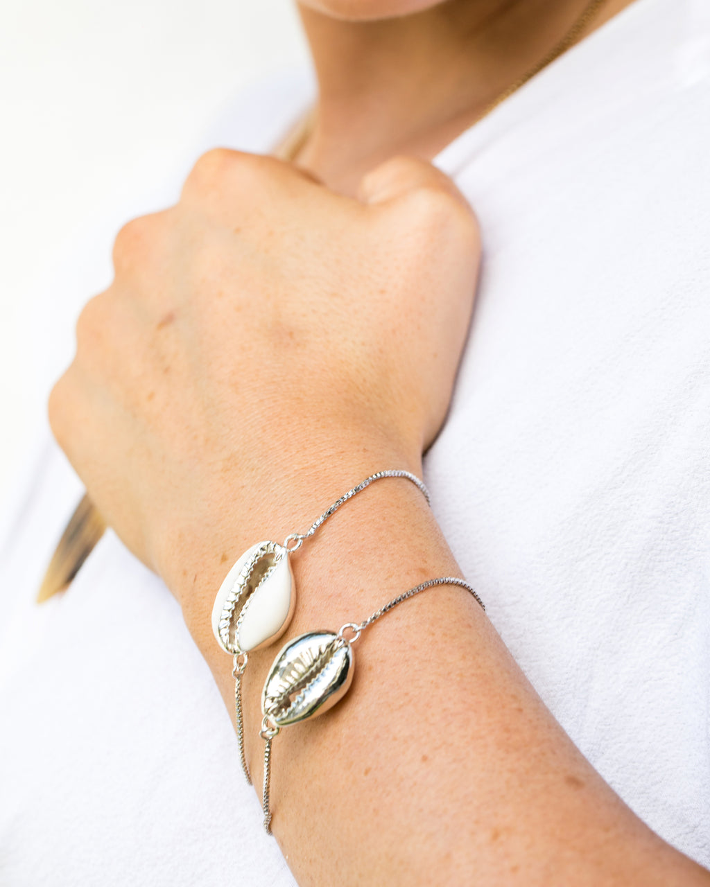 Miz Casa & Co Cowrie Shell Simple Bracelet Silver White