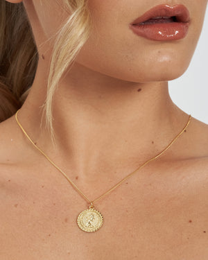 Izoa Lucky Charm Pendant Necklace Gold