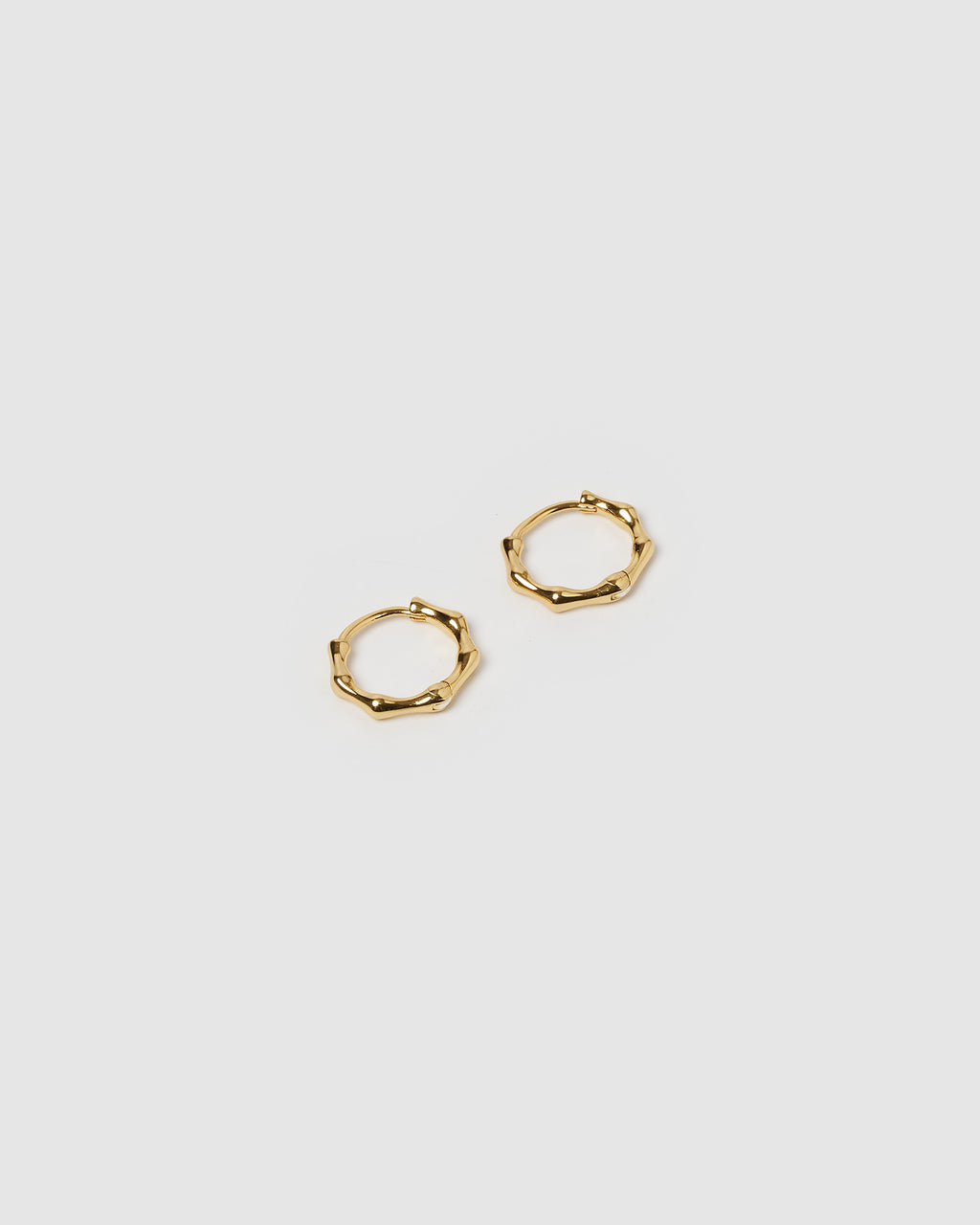 Izoa Sculpt Huggie Earrings Gold