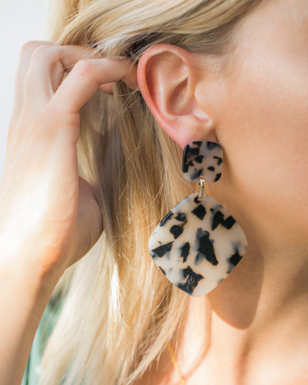 Izoa World Wide Earrings Black Cream Speckle