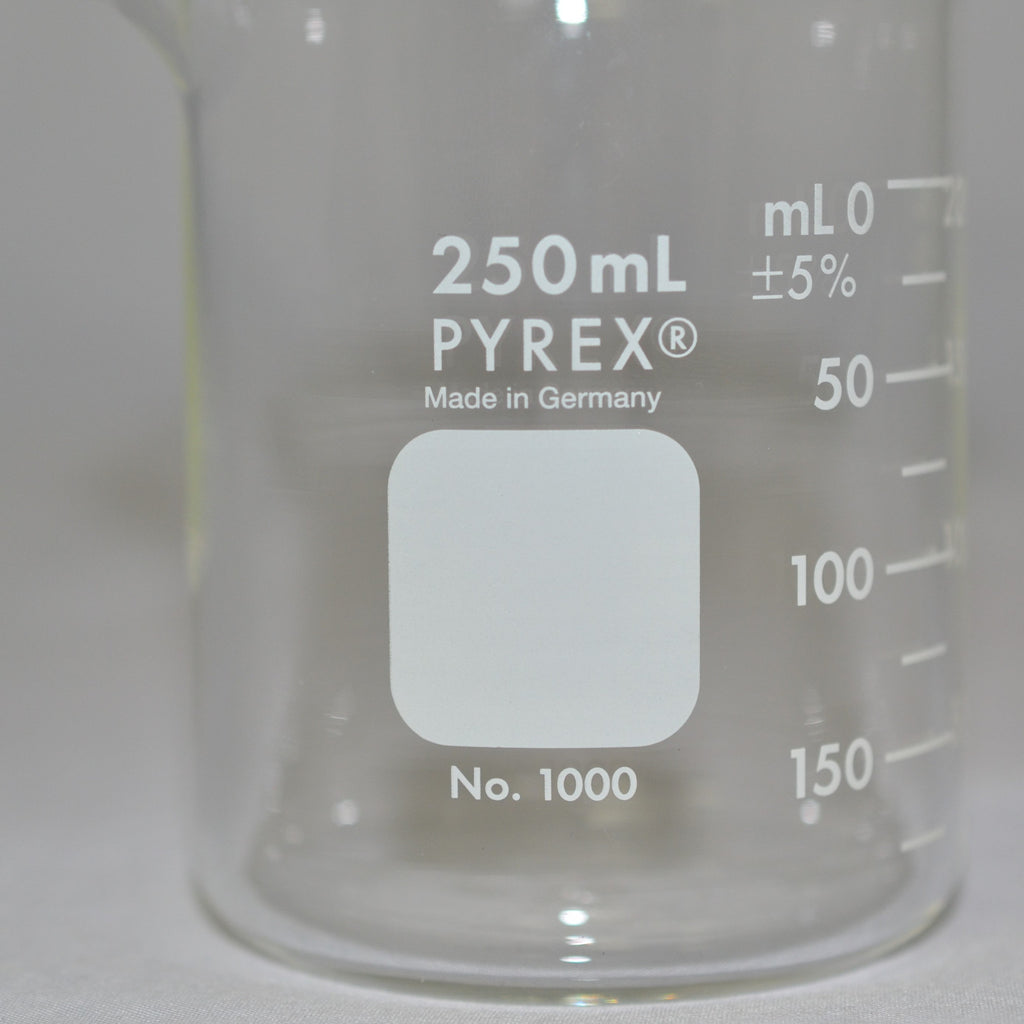 Pyrex 250 ML Two Hundred and Fifty Milliliter Scientific Glass Beaker