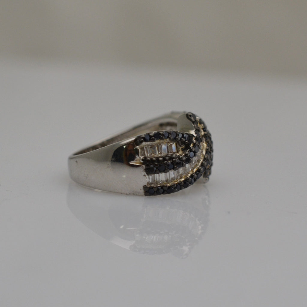 Black & White Cubic Zirconia Baguette Crossed 925 Sterling Silver Band Ring
