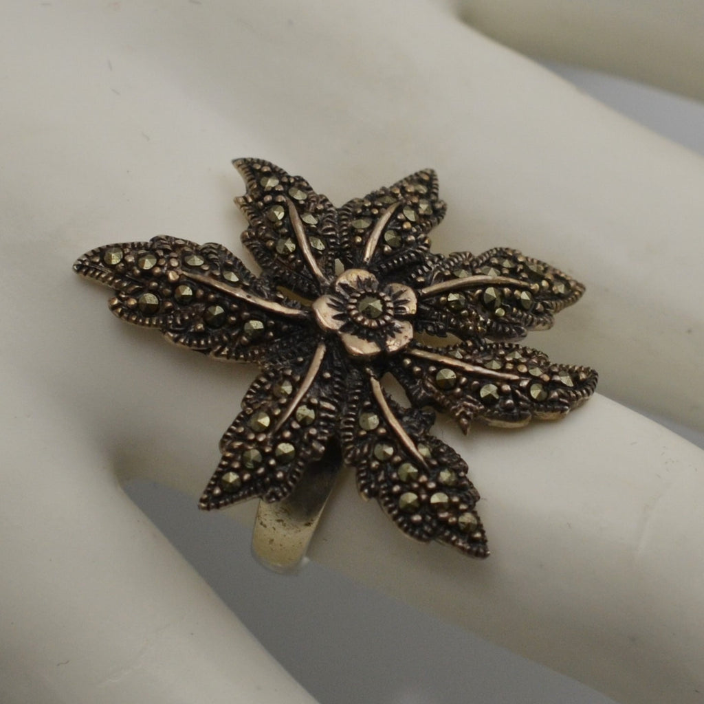 Gray Marcasite Poinsettia Flower 925 Sterling Silver Band Ring