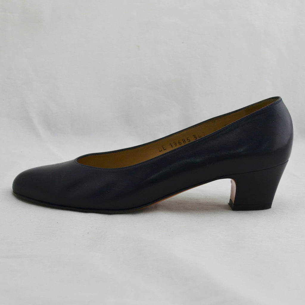 "Vintage Women's Salvatore Ferragamo #19685 Navy Blue Leather 2"" Heels Size 6"