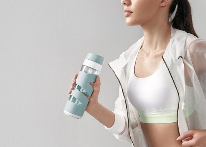 Finally a smart water bottle that tracks hydration made of glass
