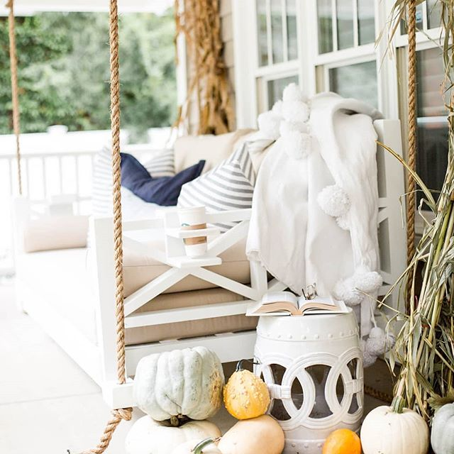 It's Swinging Weather!  Thanks for the great pic @doreencorrigan! . #fouroakbedswings #bedsaremadeforswinging #hangingbed #bedswing #porchenvy #porchswing #southerncharm #swinginglifestyle #outdoorlivingspace