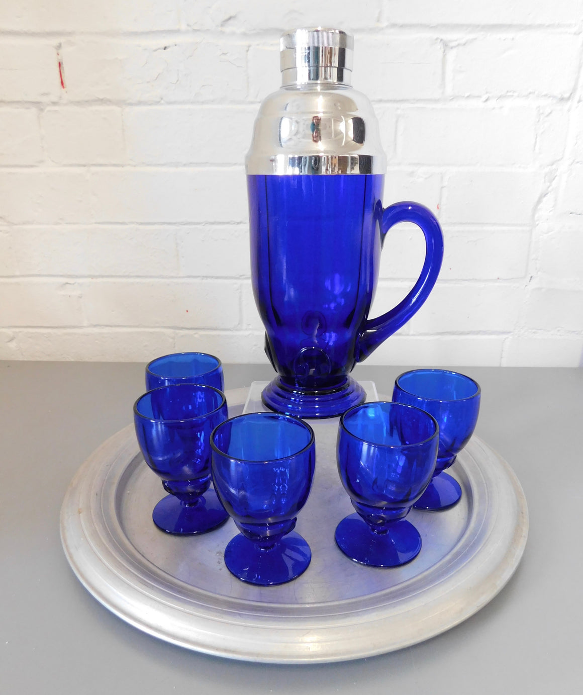Vintage Art Deco Cocktail Shaker and 5 Glasses