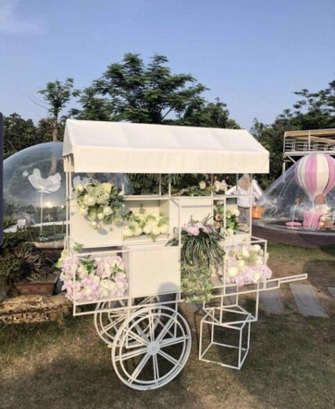 White flower/sweet cart