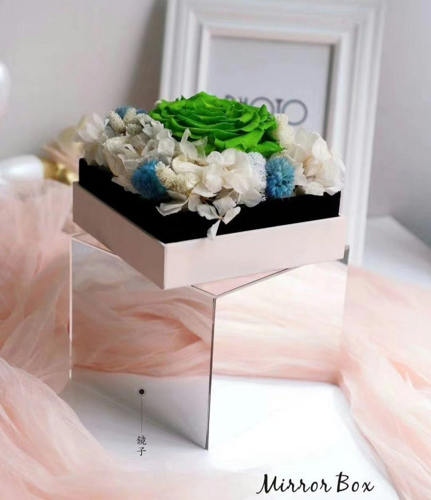 Pink Acrylic box with mirror effect Flowers and gift