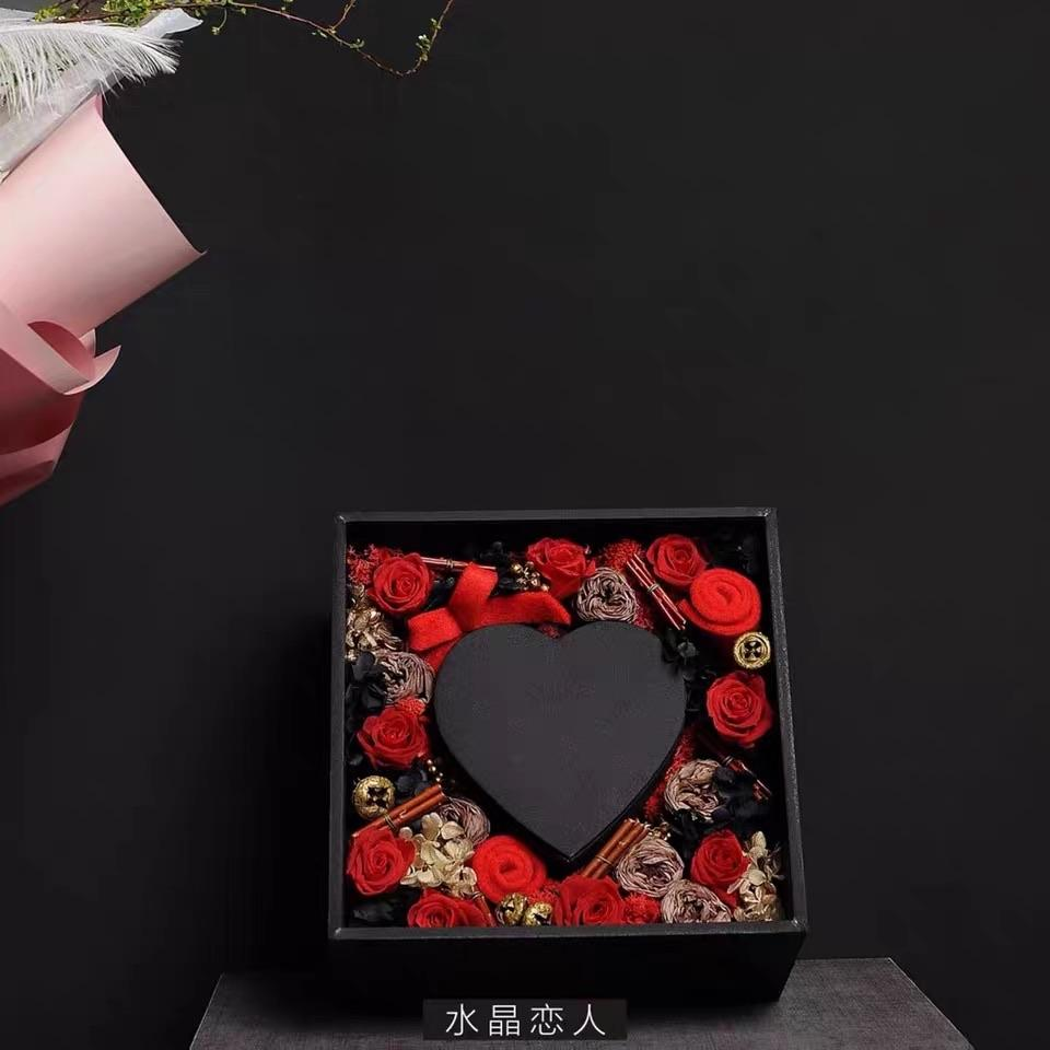 Crystal lover Black acrylic cardboard box with heart inside