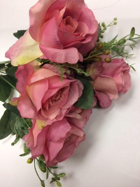 11 HEAD Pink RUSTIC ROSE BUNCH WITH CURLY END (WITH BERRIES) - Viva La Rosa
