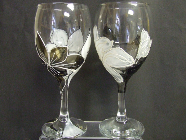 black and white lily wine glass