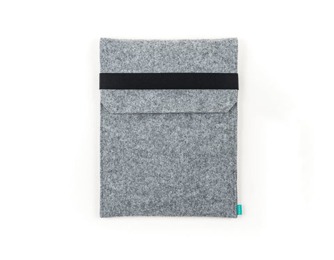 Felt light gray Kindle case / Kobo case with closing flap and elastic band - designed and handmade by Gopher