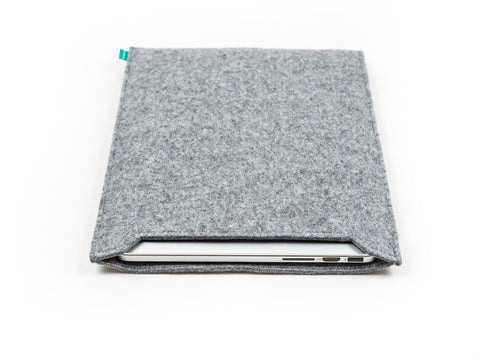 Light gray felt Macbook sleeve / Macbook Pro sleeve / Macbook Air sleeve - designed and handmade by Gopher