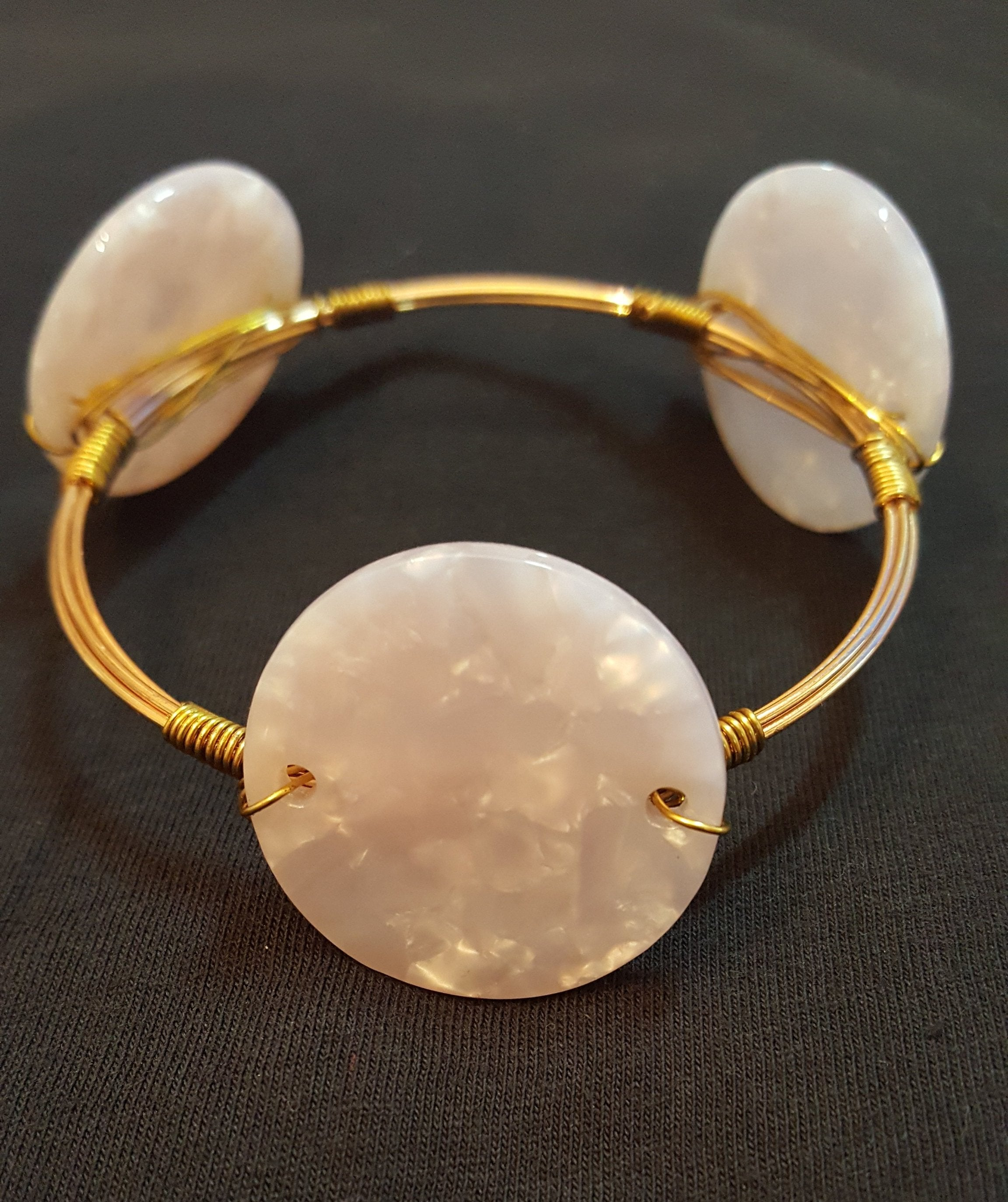 WIRE WRAPPED/ACRYLIC DISC BRACELET