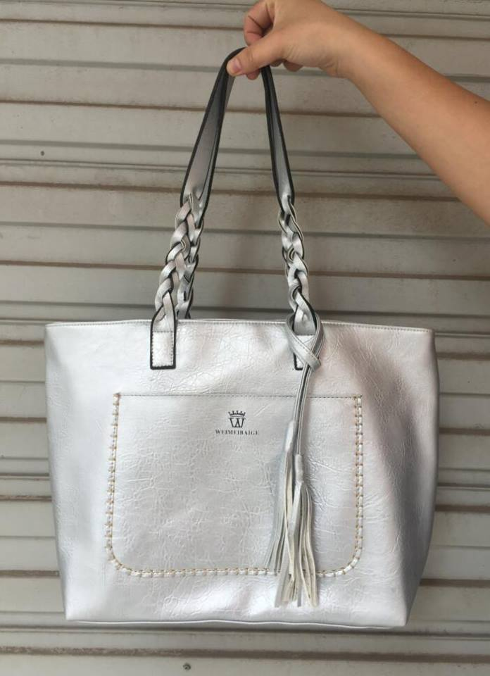 VINTAGE TASSEL SHOULDER BAG