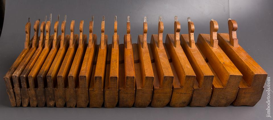 CRISP Set of 18 Hollows & Rounds Molding Planes by J.J. STYLES KINGSTON (NY) circa 1820-76 EVEN - 86010